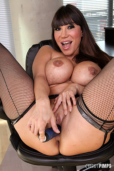 ava devine masturbating and showing off her hot body