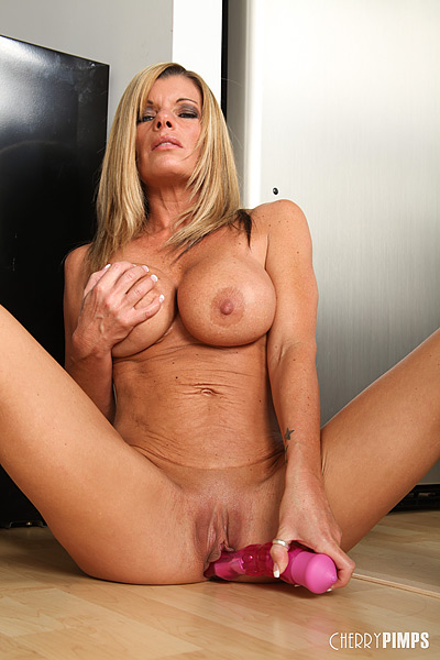 Penis naked pics of kristal summers porn rich